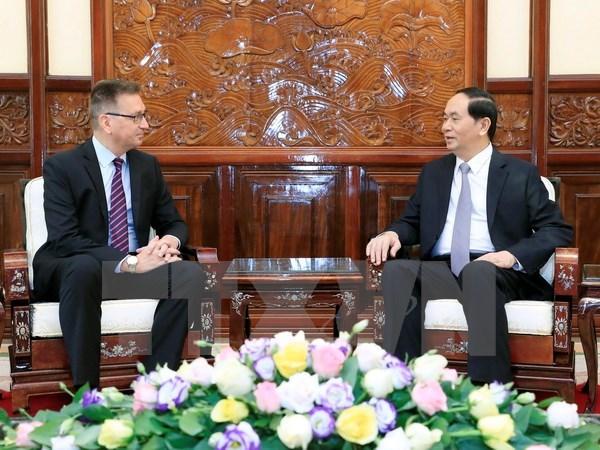 President Tran Dai Quang (R) bids farewell to Finnish Ambassador Ilkka Pekka Simila (Photo: VNA)