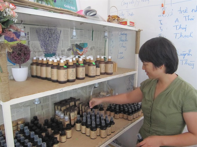 An organic cosmetic shop in Đà Nẵng. The store is part of a successful start-up project. Đà Nẵng will host the third International Start-up Conference and Exhibition with the participation of 2,000 attendees. — VNS Photo Công Thành