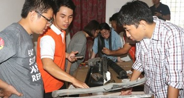 Young Vietnamese innovators are touring FabLab Saigon